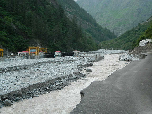Alaknanda flowing beyond the destroyed 400 MW Vishnuprayag Project Photo: Matu Jan Sangathan
