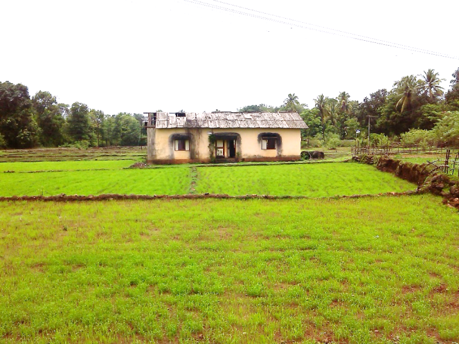 Abandoned site office of teh nardawe Dam at Nardawe Photo: Damodar Pujari