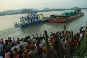 Protest against big dams – KMSS (Krishak Mukti Sangram Samiti) members protesting in Pandu Ghat in Guwahati against the ship carrying the turbines for the Lower Subansiri project. Source: http://peakwater.org/wp-content/uploads/2011/07/Lower-Subansiri-turbines-protest.preview.jpg