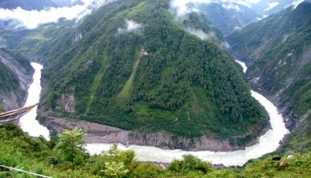 The Great Bend of Tsangpo where China planning to build world's biggest hydropower project Source: http://greenbuzzz.net/nature/the-biggest-canyons-in-the-world/