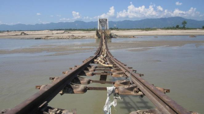 Railway track washed away in the flash floods of Gai River I Dhemaji district of Assam of 15th August 2011.  Photo – Parag Jyoti Saikia, SANDRP