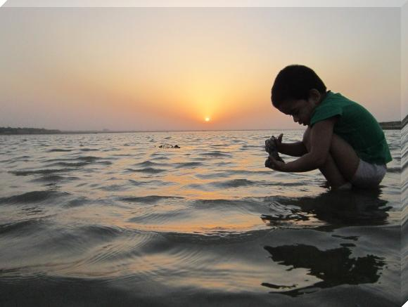 Child at Ganga Photo with thanks from:gnarlysunset.com