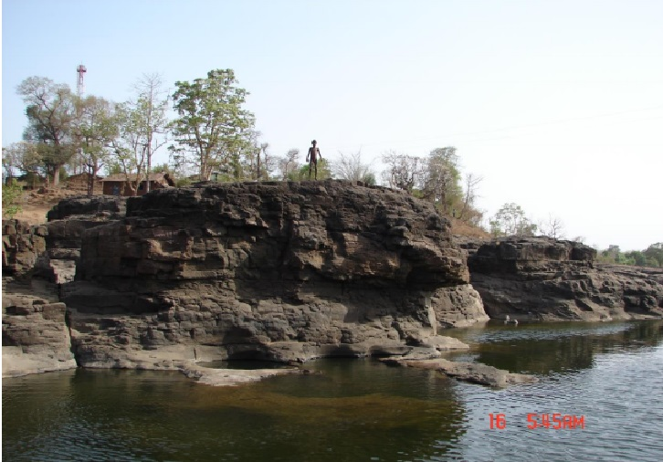 Small community fish sanctuary on Vaitarna River Photo: Author
