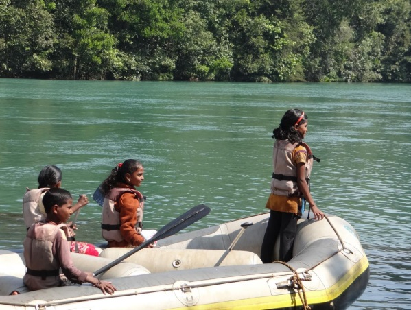 Local children rafting along the Kali Photo: Author