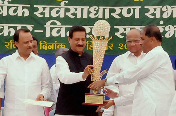 Union Agriculture Minister Sharad Pawar, Maharashtra Chief Minister Prithviraj Chavan, Deputy CM Ajit Pawar at the award presentation ceremony at the 37th Annual General Meeting (AGM) of the Vasantdada Sugar Institute (VSI) at Manjri in Pune, Maharashtra. Photo: ePrahaar