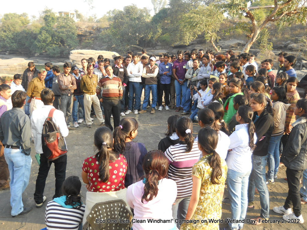 Picture 4: Cleanliness Drive at Wyndham Fall by BHU students with DFO Maneesh Mittal| 02.02.2012. Photograph: Eco One-BHU