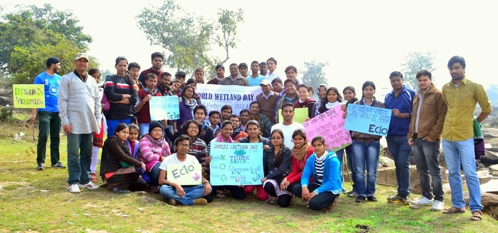 Picture 5: Cleanliness Drive at Kharanja Fall by BHU students with DFO Adarsh Kumar| 02.02.2014. Photograph: Eco One-BHU