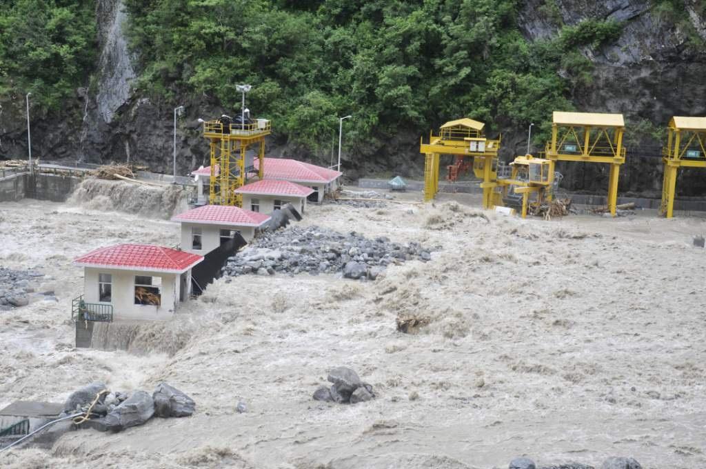 Damaged Vishnuprayag Dam filled with boulders after the June 2013 floods. Source: MATU Jansangathan