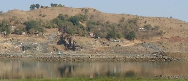 Ongoing work at Garudeshwar Dam site. Photo: SANDRP