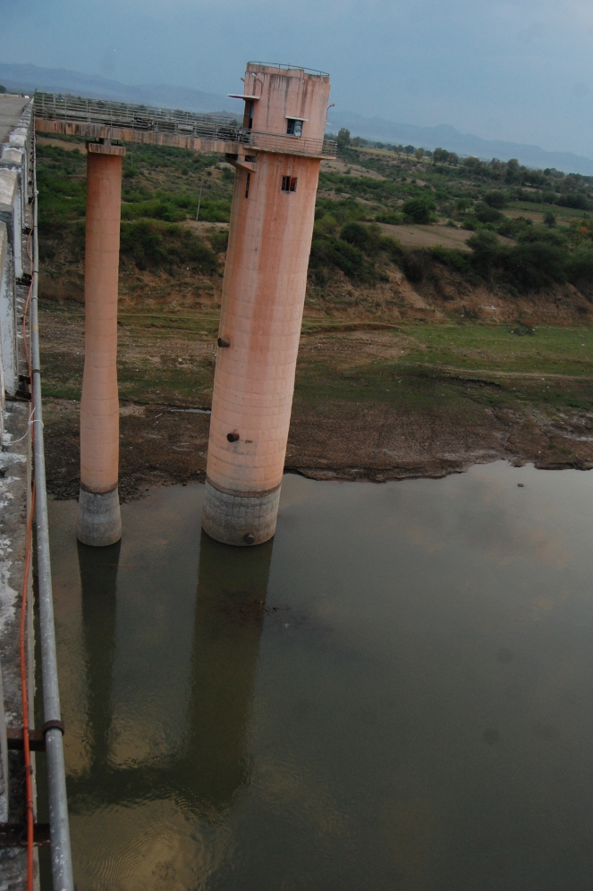 Intake well at Kasrawad. Last intake hole is above the water level Photo: Pancham Choyal, Badwani Bureau chief of Patrika