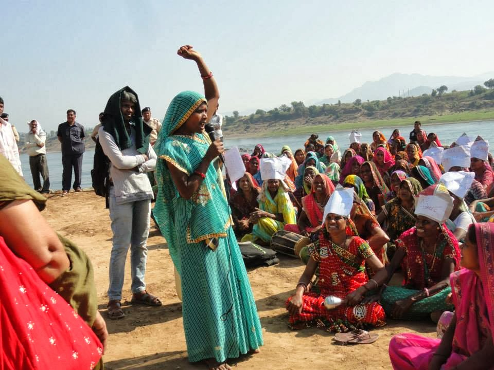 Women leading the protest against Garudeshwar Dam. Photo: http://www.counterview.net/