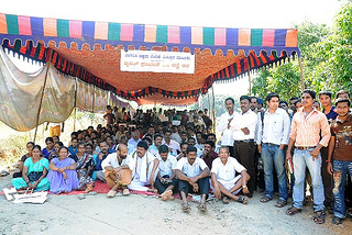 Protest against sudden water release by fradulently combined 48.50 MW project in Bantwal, Dakshin Kannada by Greenko Photo: Daiji World