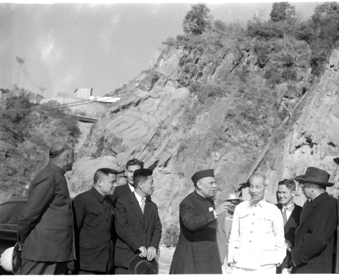 dr-ho-chi-minh-president-of-the-democratic-republic-of-vietnam-and-other-party-members-photographed-at-the-dam-site-during-his-visit-to-bhakra-dam-on-february-8-195