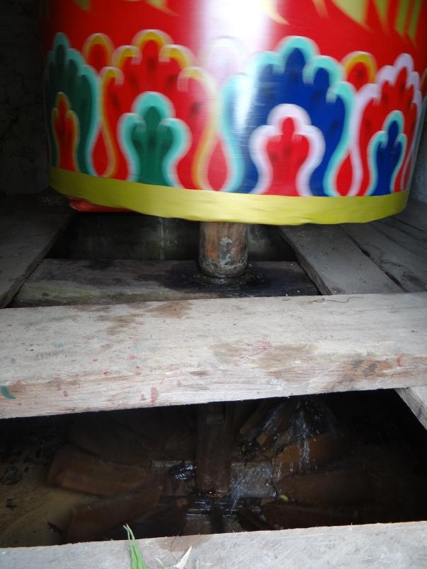The wooden wheel blades