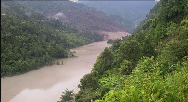 A view of the blocked Sunkoshi River in Sindhupalchok, Photo courtesy Himalayan Times Nepal