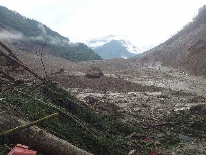 Massive landslide blocks Sunkoshi River, Downstream Nepal-India under threat; (2/6)