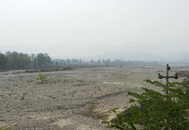Ganga made completely dry at Haridwar by the Bhimgouda barrage Photo: SANDRP.