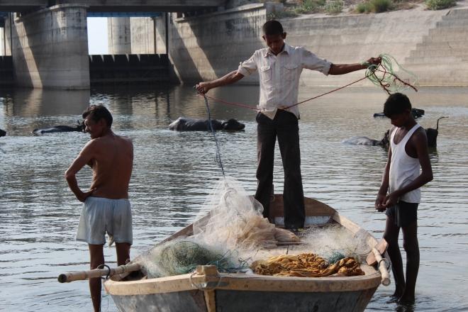 Fisherfolk of Ganga Photo: Gangapedia