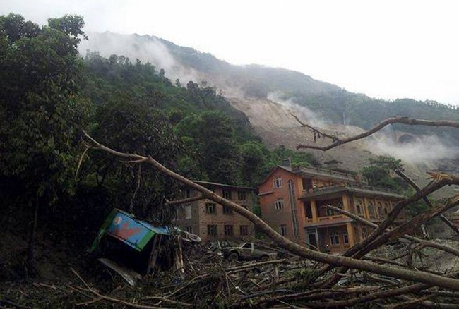 Houses affected by landslide, photo courtesy onlinekhabar.com