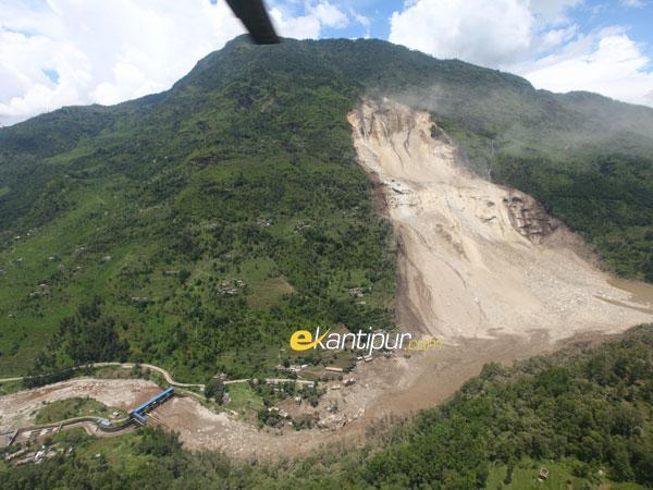 Massive landslide blocks Sunkoshi River, Downstream Nepal-India under threat; (3/6)