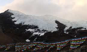 Retreating glaciers in Tibet Photo: ecns.cn