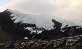 Retreating glaciers in Tibet Photo: ecns.cn