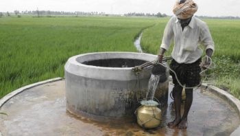 """Punjab and Groundwater. Photo: S. Vishwanath """"culture of the Well"""" http://www.indiawaterportal.org/news/culture-well-svishwanath"""