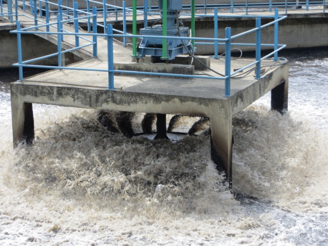 Low efficiency splasher aerators in the aeration basin