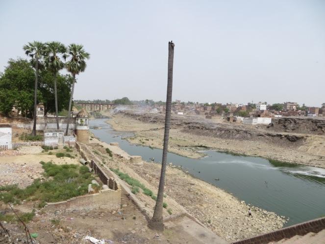 Solid waste dumpsites just downstream of the Puranapul bridge.