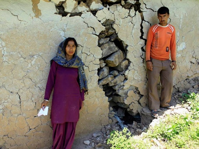 People of Dhalanjan village show their destroyed and dilapidated structures (https://sandrp.wordpress.com/2014/10/01/photo-essay-on-the-impacts-of-blasting-and-tunneling-for-hydropower-projects-in-chamba-district-in-himachal-pradesh-1/)