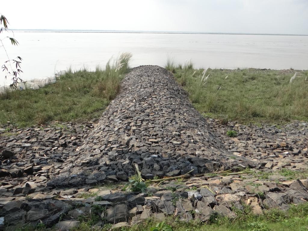 Anti erosion works upstream of Farakka Barrage Photo: Author