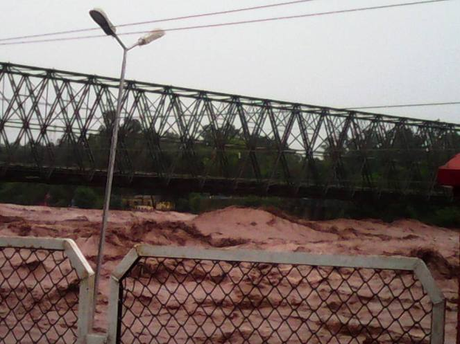 Authorities have declared the bridge over the Chenab in Akhnoor unsafe for traffic. Source: Vinay Saraf's facebook post