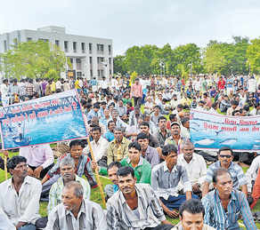 Fisherfolk protesting against Bhadbhut Barrage Photo: Counterview.org