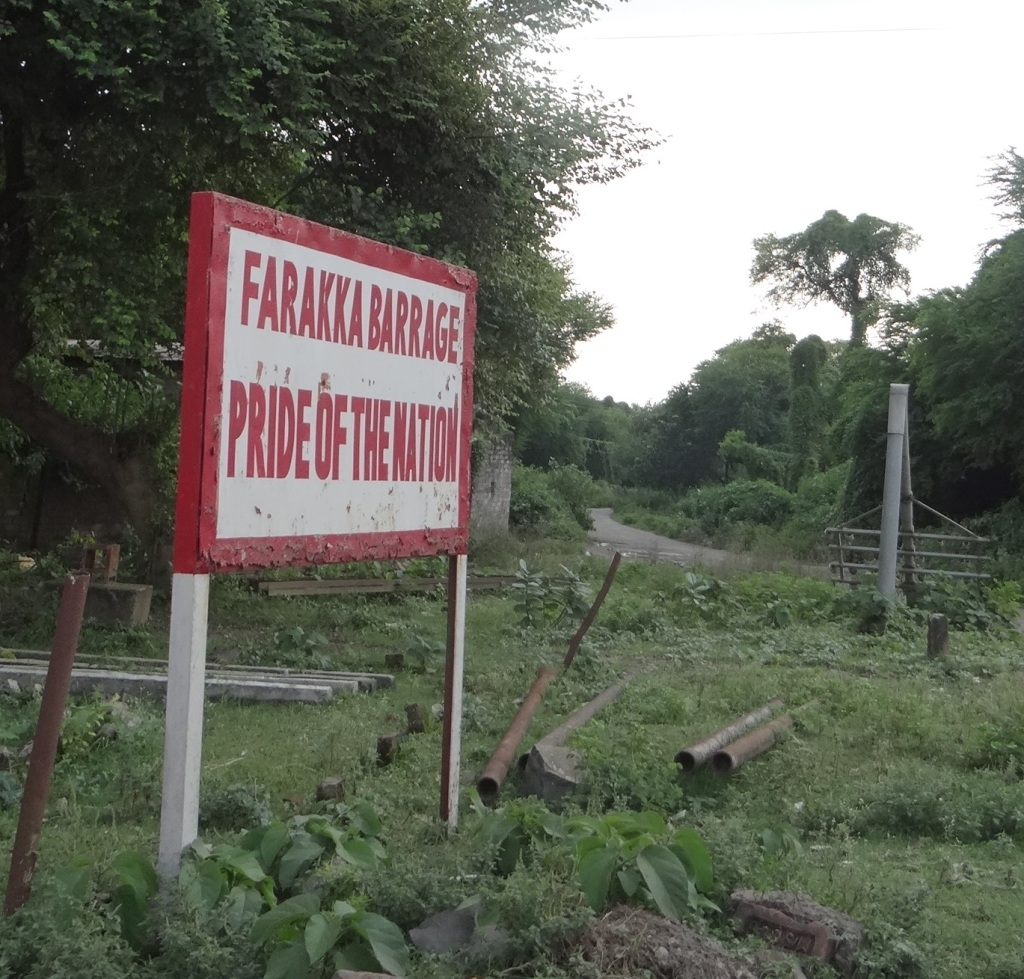 Board proclaiming that Farakka is the Pride of the Nation! Photo: Author