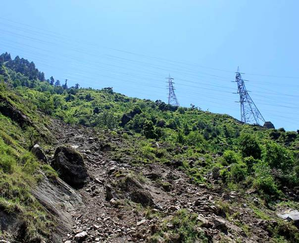 On 25th May 2014 this landslide occurred in Nigulseri village. Locals claim that the tunnel of 1500 MW Nathpa Jhakri Project had already disturbed the area which was further disturbed because of the transmission tower construction for Baspa II and Karchham Wangtoo HEPs