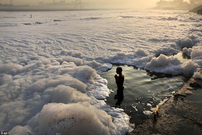 Wroshipping the polluted Yamuna. Photo from Daily Mail. co.uk