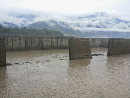 The collapsed basin walls of desilting basin of Srinagar HEP  (Matu Jan Sangathan)
