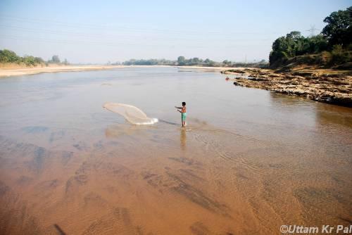 Fishing at Koel River Photo: Uttam Krishn Pal