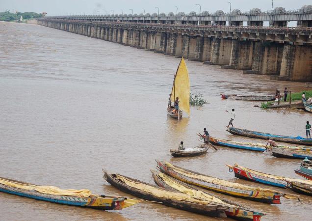 Dowleswaram barrage just upstream bifurcation of Godavari into Gautami and Vashitha Photo: The Hindu