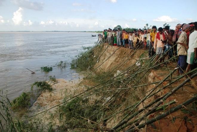 Bank Erosion and Embakment breach at Hiranandpur Phot with thanks: Soumya Desarkar
