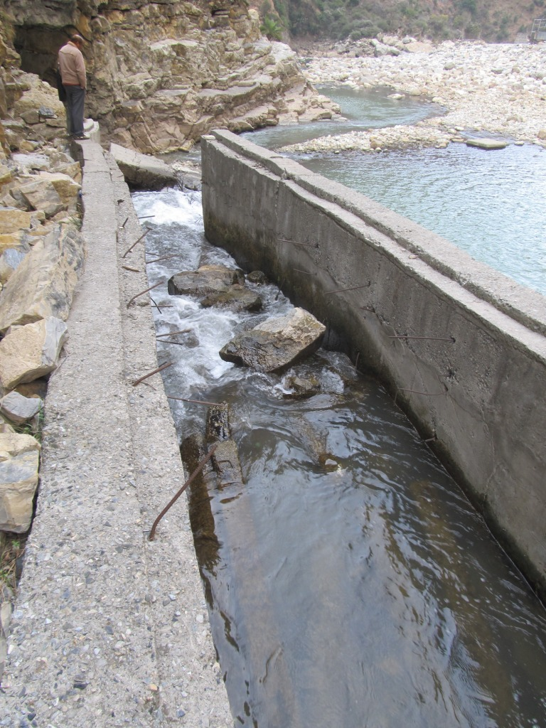 Fishladder can be seen in serious state of disrepair and blocked by broken concrete parts can be seen here