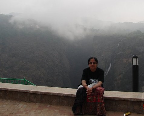 Near Jog Falls on Sharavati, made dry by the Linganmakki Hydropower Project Photo: Parineeta Dandekar