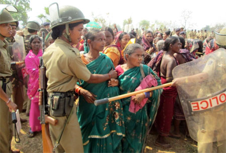 Tribal women protesting against Lower Suktel Dam Photo: Down to Earth