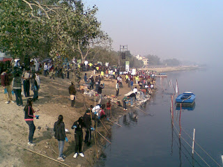 Youth Groups cleaning Yamuna photo from : http://yffindia.blogspot.in/