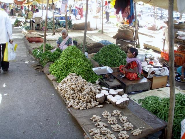Vegetable market on the banks of Godavari Photo with thanks: superdave.blog.com