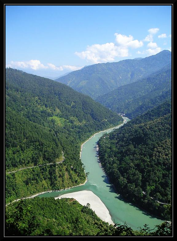 Confluene of Teesta and Rongeet Photo from: http://www.trekearth.com/gallery/Asia/India/East/West_Bengal/Darjeeling/photo105639.htm