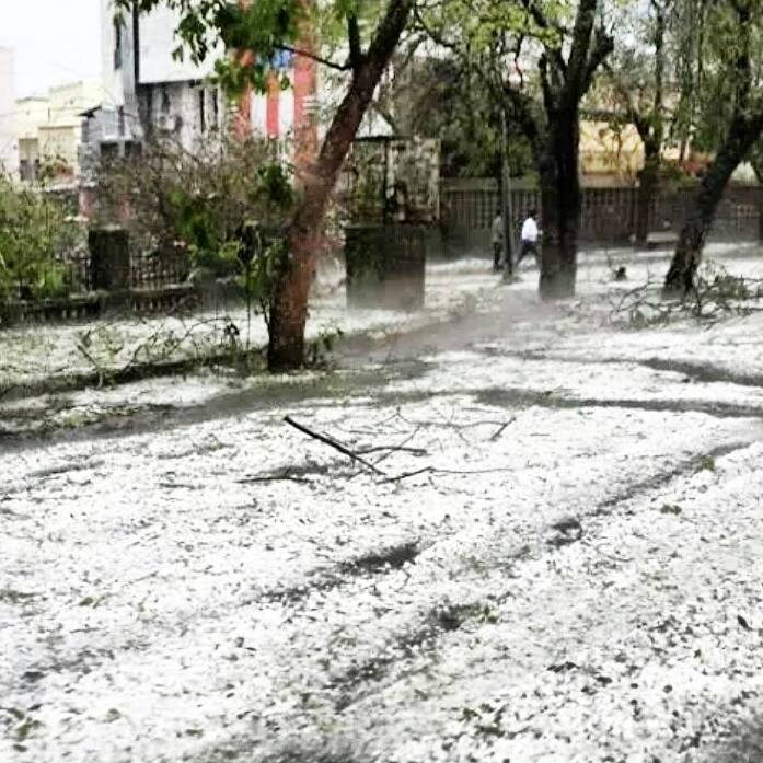 Hail in Nagpur in March 2015 Photo: Nagpur Tips