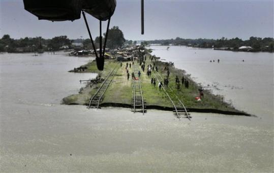 Samastipur railtrack flooded Photo: Railnews.co.in