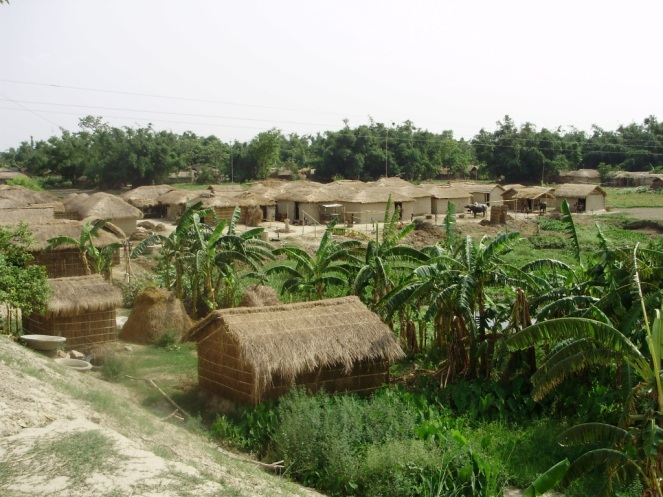 Masaha Alam village settlement along the railway track (Photo by DK Mishra)