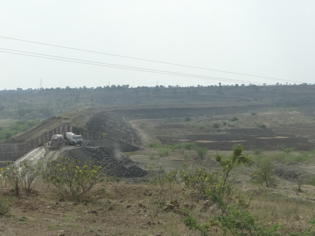 A bone dry Mehekari tank, downstream the half completed Khuntephal tank. The tank does not get filled, but work is on to increase its spillway capacity! Photo: Author